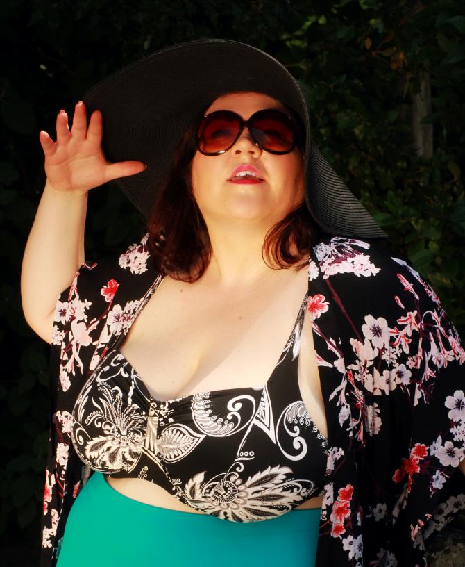 moda mare plus size con kimono