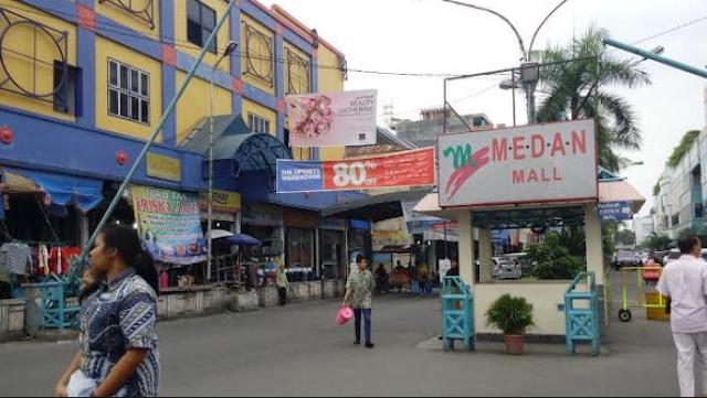 Belanja di Medan Mall