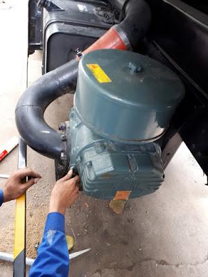 Sử dụng máy thổi khí để bơm cám