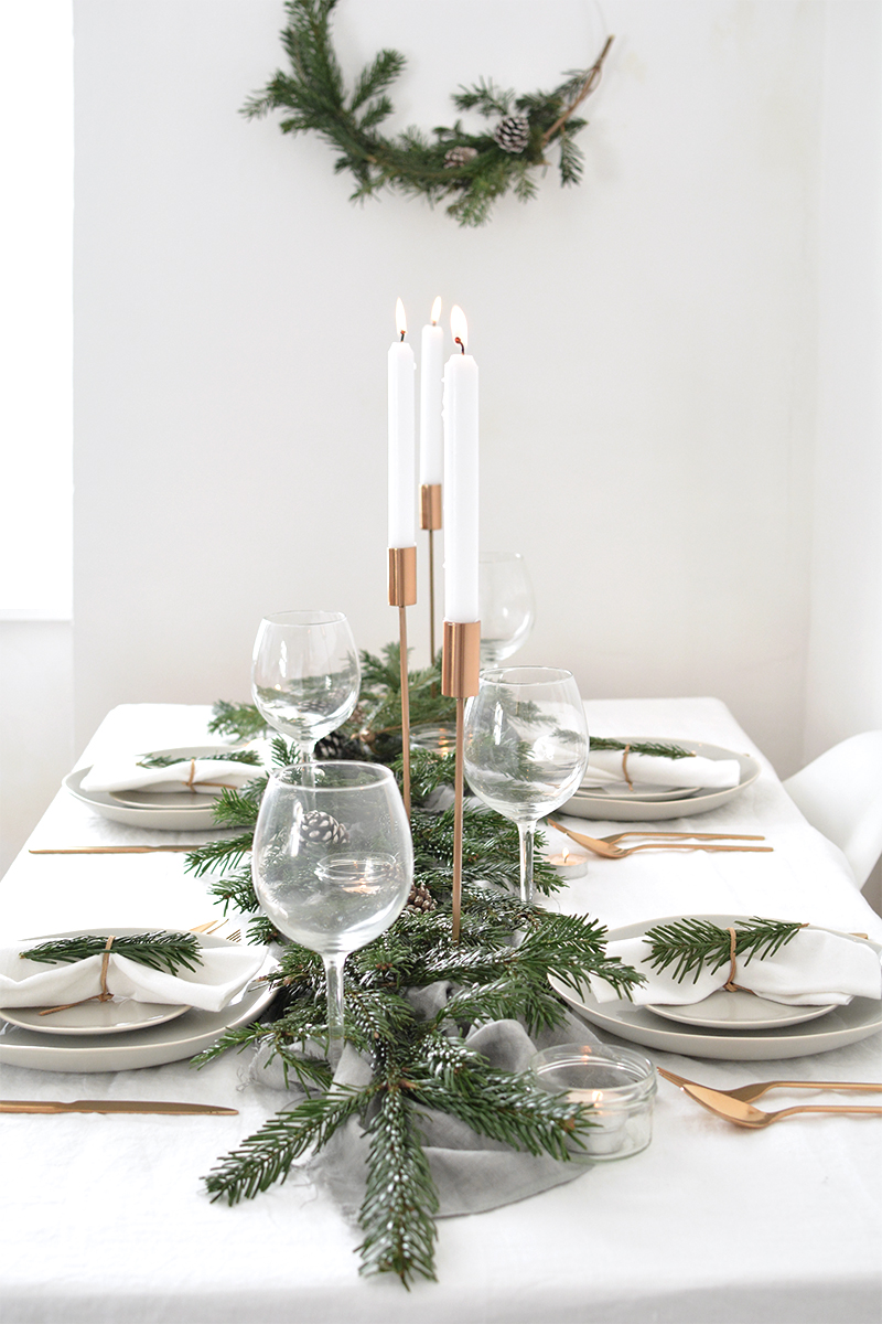 How to create a modern christmas tablescape burkatron - Modern christmas table settings ideas ...
