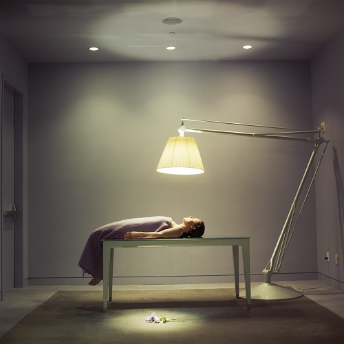 "imagenes de arte, bellas, fotos cool, por Cig Harvey - ""The Lamp"", 2005."