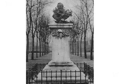 Buste du Docteur Jeannin en 1900, carte postale (collection privée)