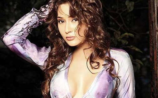 Sara Khan Hot