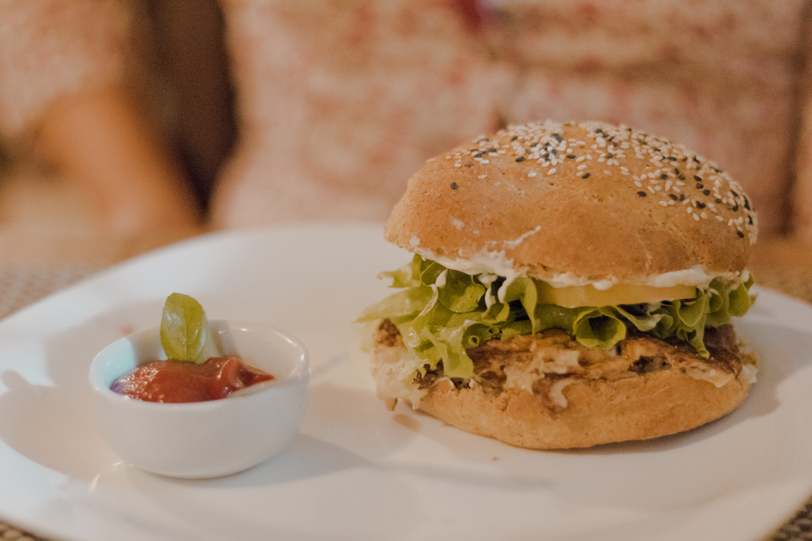 hambúrguer vegetariano do raízes zen