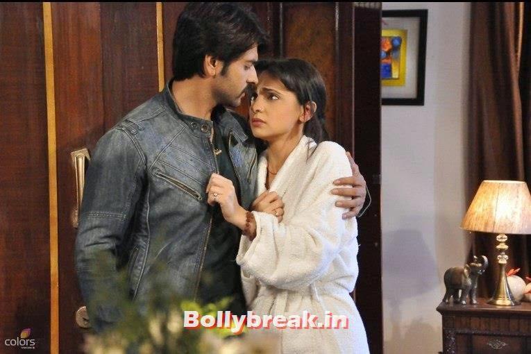 , Sanaya Irani Honeymoon Pics - Rangrasiya Colors TV