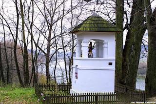 Klasycystyczna kapliczka w Biabicach pow. przemyski