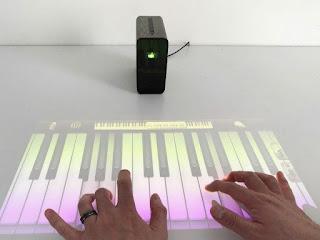 Xperia Touch: El gadget que te permite convertir superficies en una pantalla táctil