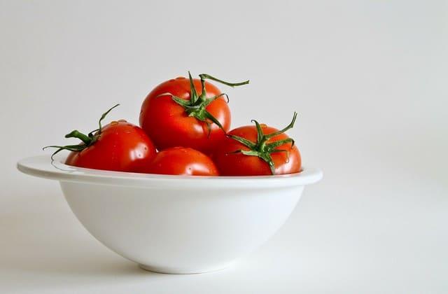 Manfaat tomat yang begitu banyak tidak lepas dari kandungan nutrisi yang ada dibawah ini