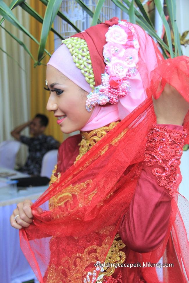 Foto Liputan Pernikahan Chaca & Peik [ 15 -  Sesi Foto Busana Hijab Chaca & Peik ] - Foto Oleh : Klikmg Fotografer Wedding Purwokerto