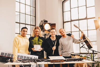 "Felix Jaehn Releases Acoustic Rendition Of ""Like A Riddle"""