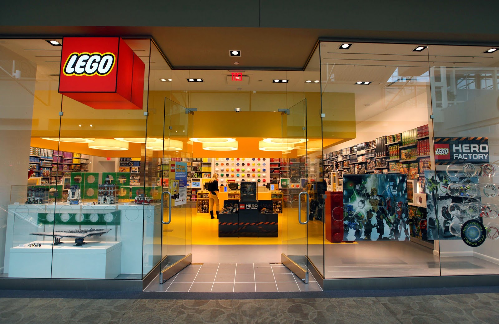 The latest Tweets from LEGO (@LEGO_Group). Hello! You made it to the official LEGO Twitter account. We'll show you around!Account Status: Verified.