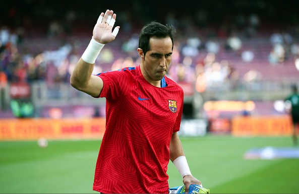 Barcelona agree Claudio Bravo fee