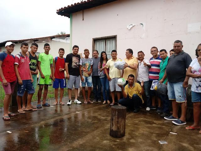 Prefeito Tema toma café da manhã com o líder comunitário Josias Brasil vila Bento.