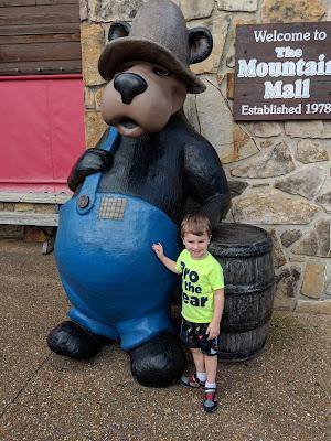Gatlinburg, vacation, travel, family fun, free in Gatlinburg, Gatlinburg photo place, Gatlinburg attraction, smokey bear