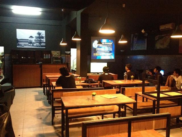 Cafe Mang Uwo, Tempat Asyik Buat Gathering Komunitas
