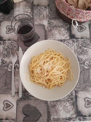 spaghetti aglio olio e peperoncino e parmigiano