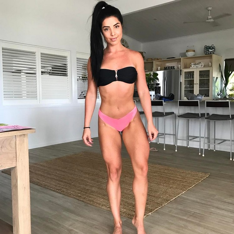 Fantastic shape! Fitness Model Emma Dillon