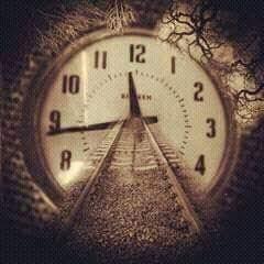 قصيدة بعنوان : على إيقاع الساعة .