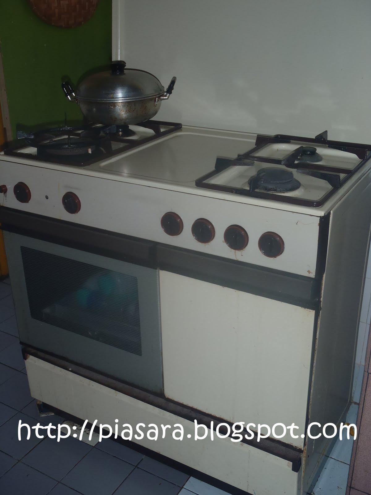 Hah Ini Lah Oven Saya Yg Dah Rosak Tu Tapi Dapur Masak Masih Boleh Pakai A Api Dia Tak Berapa Besar Mungkin Sbb Tersumbat Kot Lama