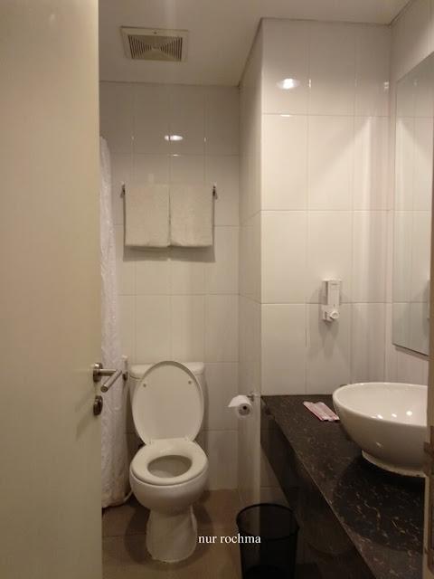 kamar mandi fave hotel rembang