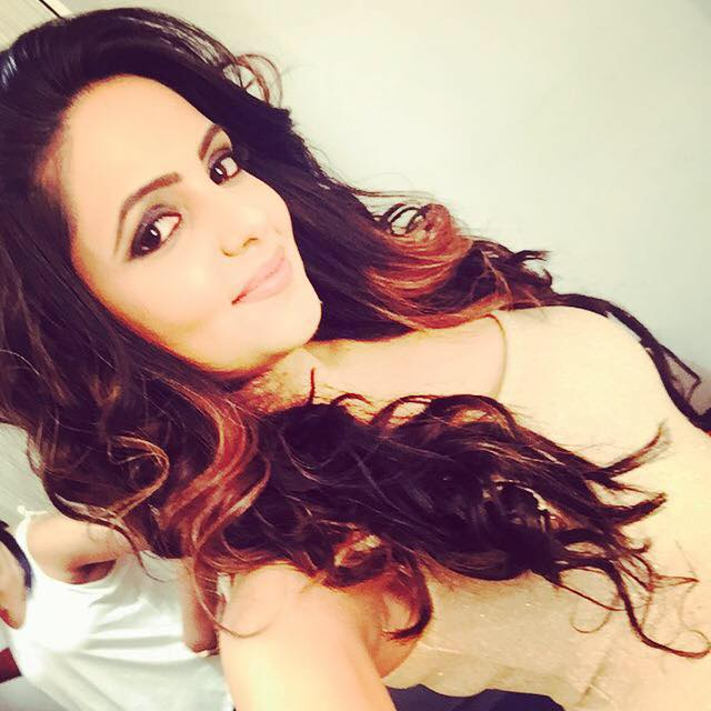 Sugandha Mishra songs, hot, age, comedy, marriage, comedy nights with kapil, in heropanti, lata mangeshkar, boyfriend, kapil sharma, profile, comedy circus show