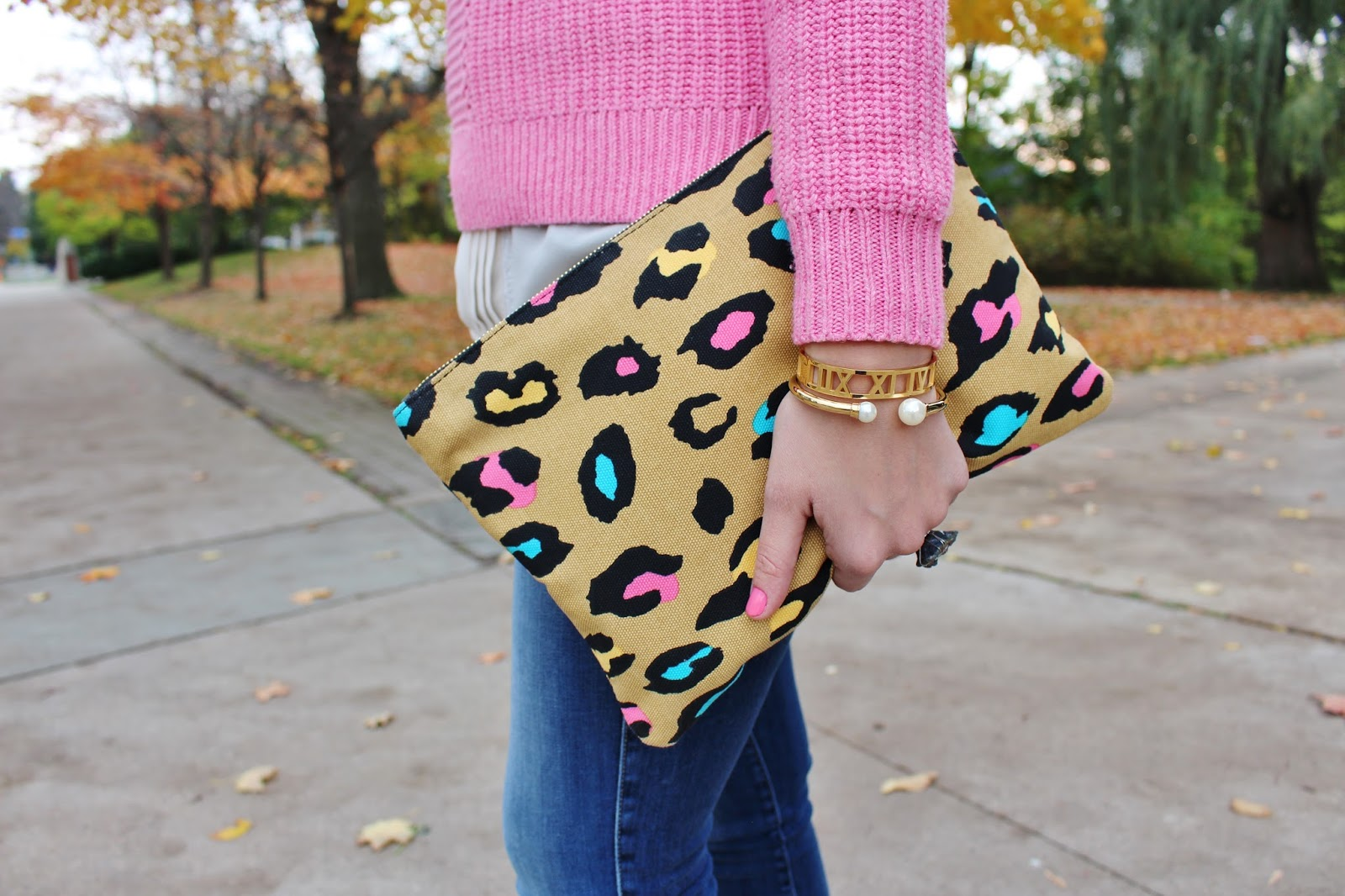 Bijuleni - Fidelity Denim skinny jeans, pink J.crew sweater, plaid blanket scarf, keds sneakers and leopard clutch ootd