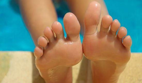 Ketahui beberapa cara menghilangkan bau kaki secara alami diartikel ini.