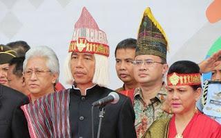 Menghina Presiden Pada saat pakai Baju Adat Batak Pria Ini Dilaporkan Ke Polda Sumut - Commando