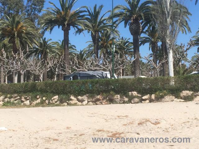 Foto de playa Montroig. Un camping a pie de playa | Caravaneros.com