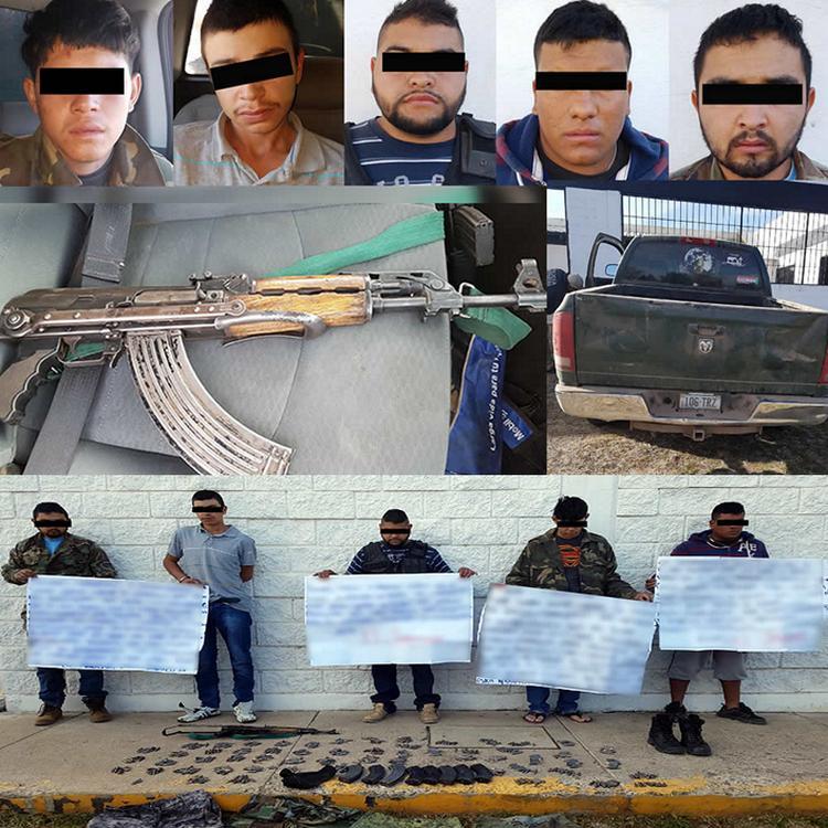 Capturan a cuatro sicarios y les aseguran AK-47 y cartulinas con narcomensajes en Chihuahua
