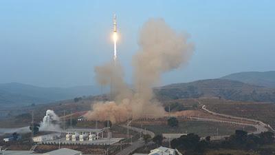 satélite sale de la atmósfera con reloj atómico de china