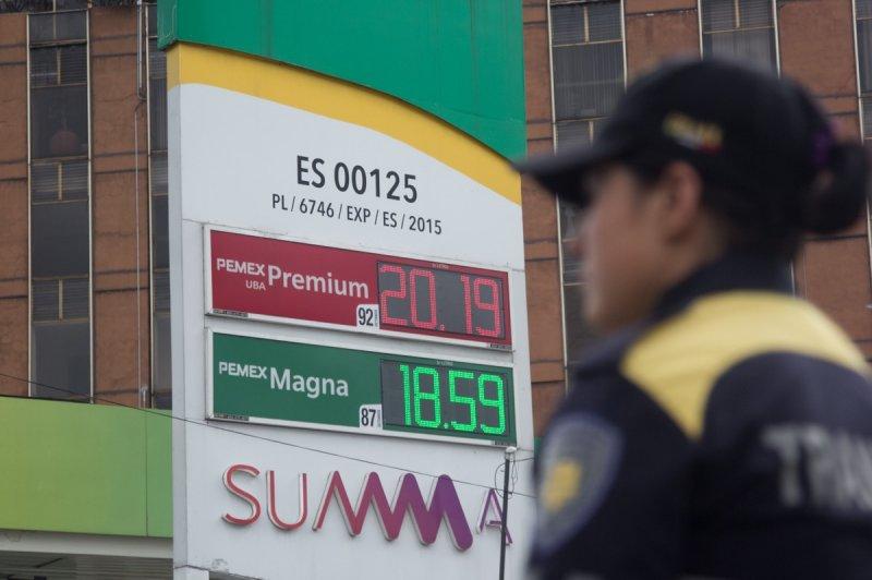 Gobierno de EPN aumenta impuesto a la gasolina
