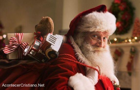 Santa Claus cargando regalos