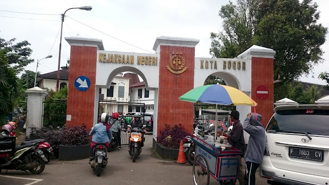 Entrance Gate Bogor - Image: Author