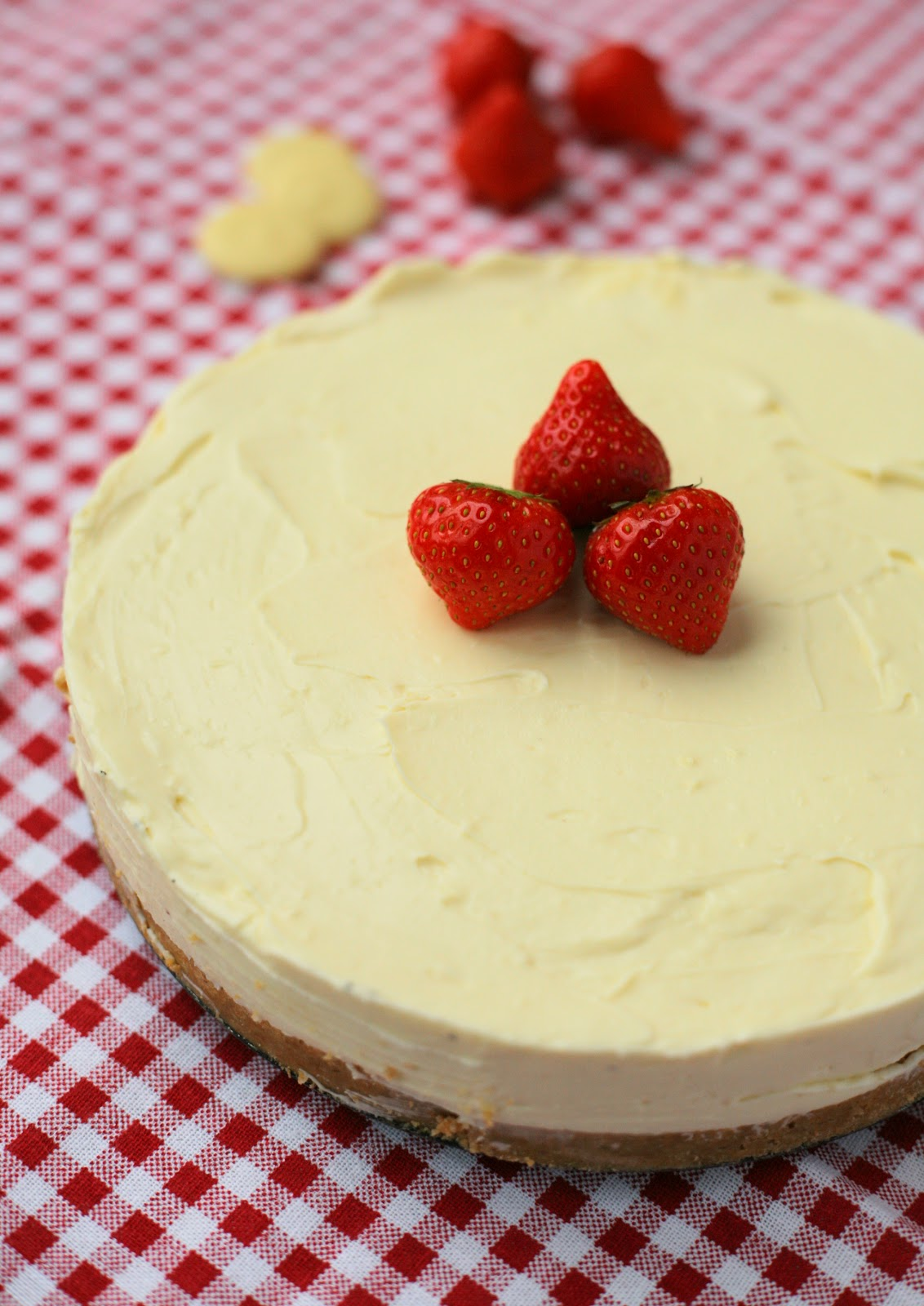 Easy No Bake White Chocolate Cheesecake, the perfect ending to a romantic meal or dinner party. www.goodfoodshared.blogspot.com