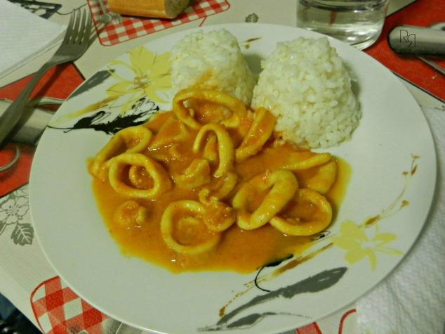 """Anillas de calamar en salsa"""