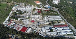 Στην επέκταση του ΚΥΤ της Μόριας προχωράει η Κυβέρνηση κι έστειλε τελεσίγραφο στους ιδιοκτήτες γης των γύρω περιοχών για παραχώρηση των κτημ...