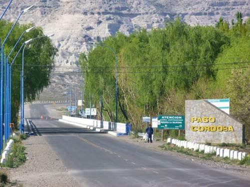 Fuga, persecución y cinco demorados por violar el aislamiento en Roca