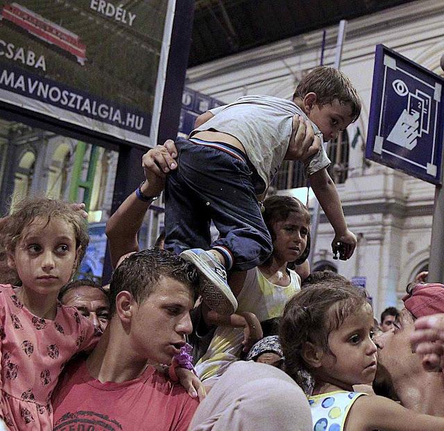 Os líderes fundamentalistas islâmicos mandam usar os filhos como instrumento de invasão e ocupação dos países ex-cristãos