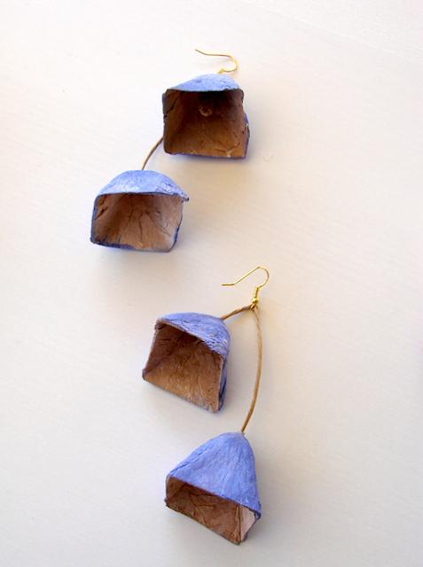 Maxi orecchini di carta, stile geometrico, piramidi modulari.