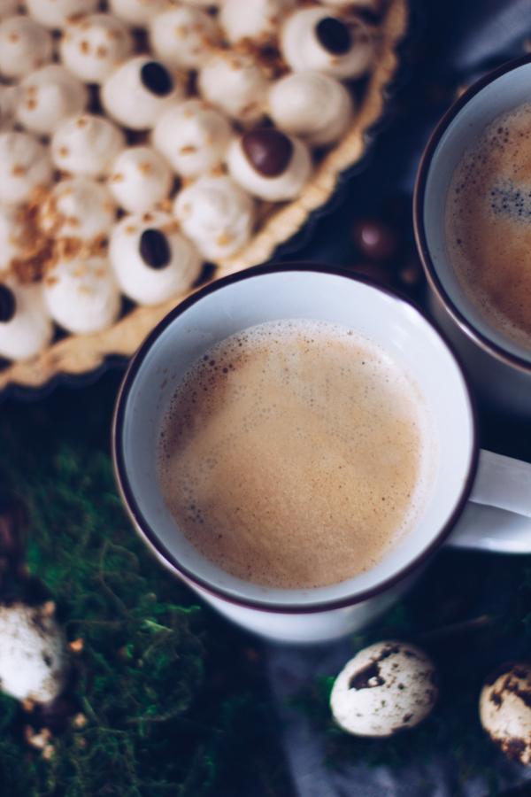 Café Creme und ein Rezept für leckeren Kuchen mit Kaffee und Schokolade. titatoni.de