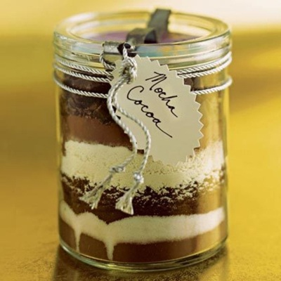 Buat adonan setengah jadi yang bisa disimpan lama, supaya bisa membuat kue mocha cocoa dengan cepat dan praktis. Jangan lupa, tambahkan label berisi intruksi 'cara membuat' supaya tidak salah masak.