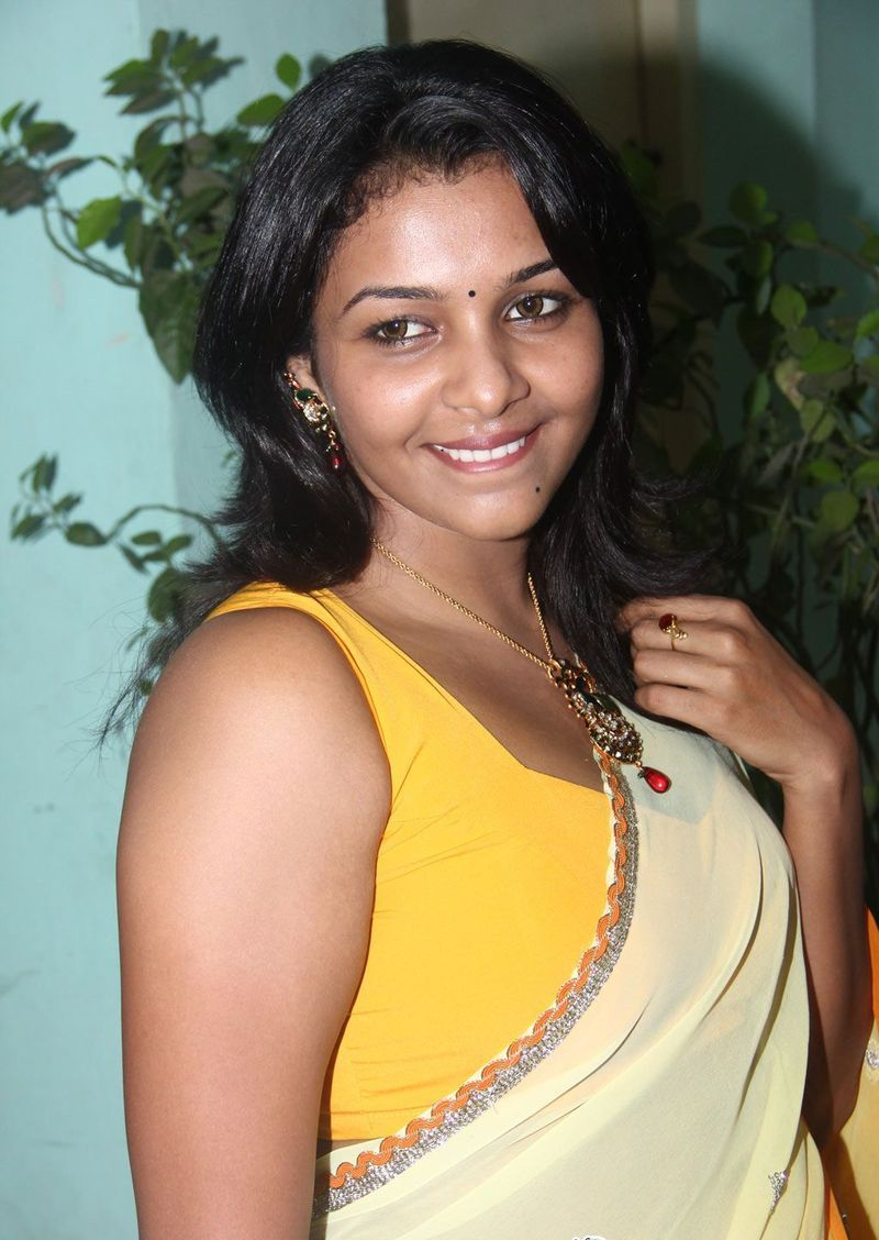 Saranya Hot Saree Still - Real Hot Tamil Actress Kadhal -4665