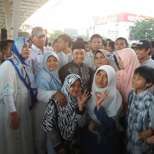 Foto Bareng Anis Matta, Keluarga Rasa Fans Yanikmatilah Saja