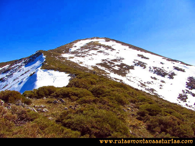 Ruta Requexón Valdunes, la Senda: Cerca de la cima de la Senda