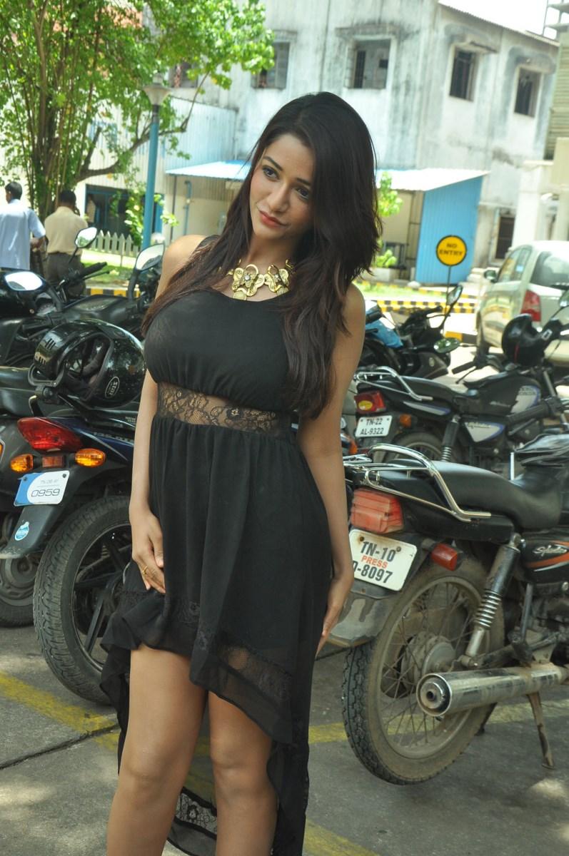 Gorgeous Anaika soti latest hot pics in black