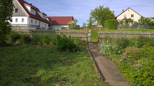 Blick vom Weihergarten hoch zum Wohnhaus (c) by Joachim Wenk