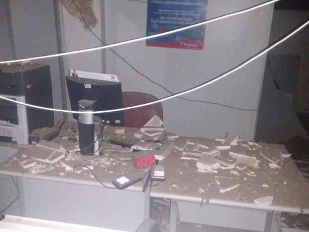 Criminosos explodem caixa eletrônico do banco Bradesco, em Cajari, MA