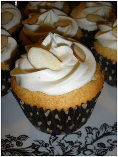 http://cupcakerehab.com/2010/01/frau-marillas-alpenblume-weise-schokolade-kleine-kuchen/