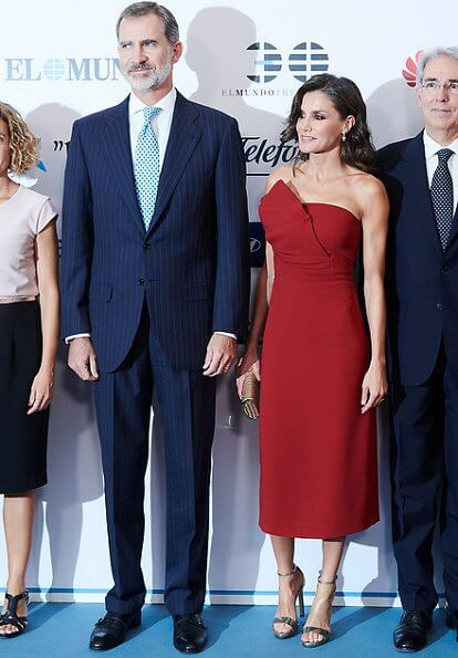 Queen Letizia wore a red midi dress by Roberto Torretta and leather gold sandals by Jimmy Choo. Carolina Herrera gold clutch
